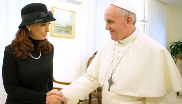 El papa Francisco y a la presidenta argentina, Cristina Fernández de Kirchner, durante el encuentro que mantuvieron a solas en la residencia Santa Marta.
