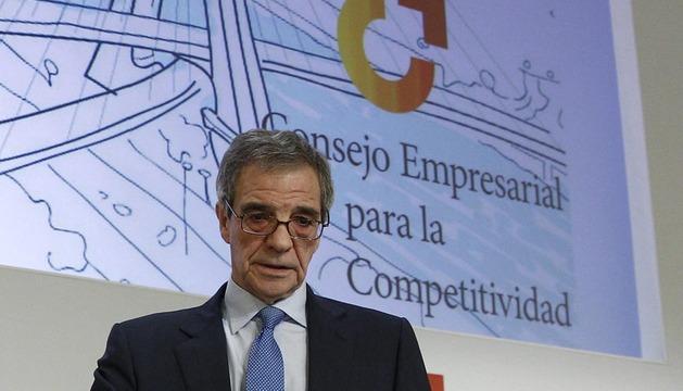 El presidente del Consejo Empresarial de Competitividad y de Telefónica, César Alierta, durante la presentación de este martes