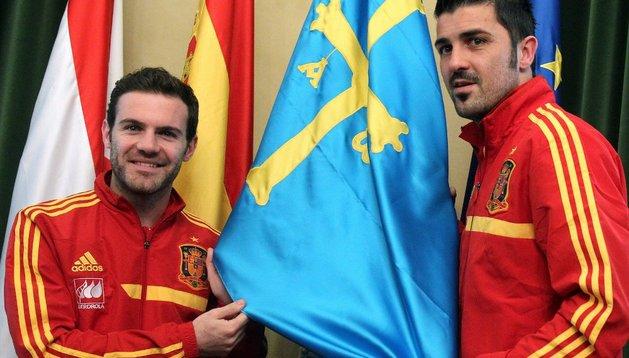 Juan Mata y David Villa jugarán este viernes en su