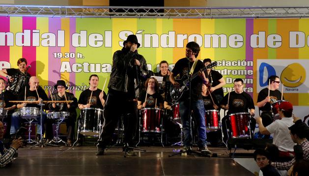 El grupo Motxila 21 en un momento de la actuación