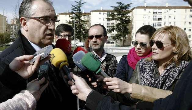El alcalde de Pamplona, Enrique Maya, atiende a los medios de comunicación este jueves
