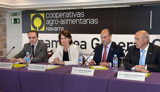Barcina, en la apertura de la asamblea general de UCAN. Le acompañan, de izda a dcha, Esparza, Martínez y Rodríguez.