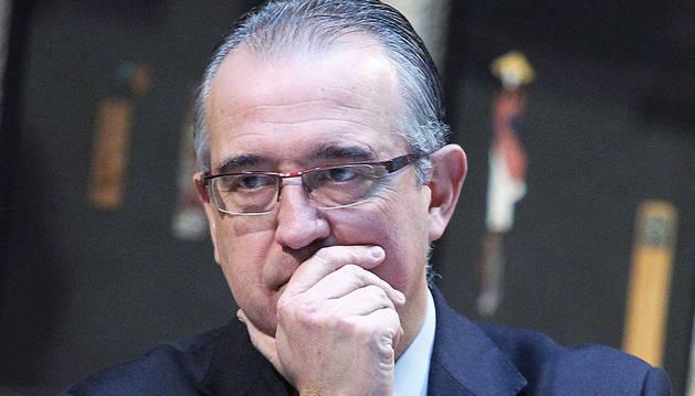 Enrique Maya, pensativo, alcalde de Pamplona
