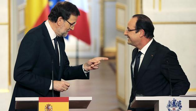 Rajoy y Hollande durante la rueda de prensa tras su encuentro en París