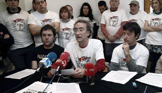 Los cuatro imputados por el lanzamiento de tres tartas contra Yolanda Barcina, durante la rueda de prensa de este miércoles