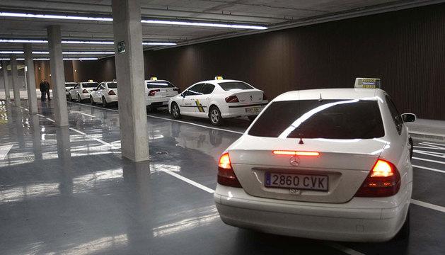 Taxis en la estación de autobuses de Pamplona.