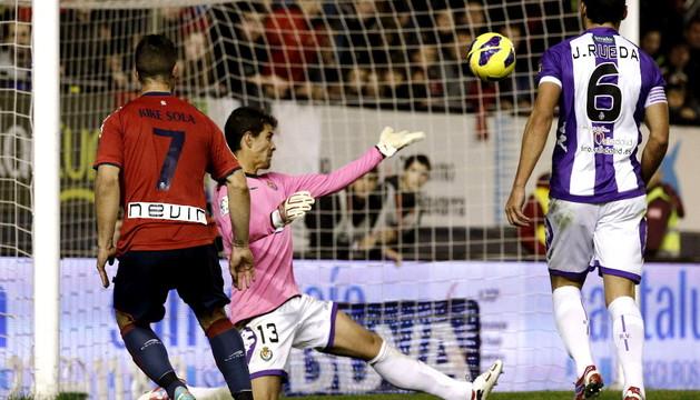 Un momento del encuentro de la pasada temporada entre los rojillos y el Valladolid.