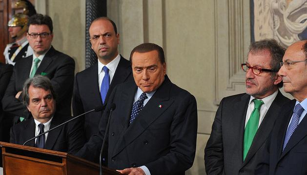 Silvio Berlusconi da una rueda de prensa tras la reunión mantenida con el presidente italiano, Giorgio Napolitano, en Roma.