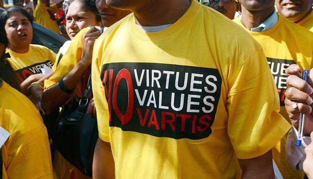 Manifestación en diciembre contra la farmacéutica Novartis en Bombay.