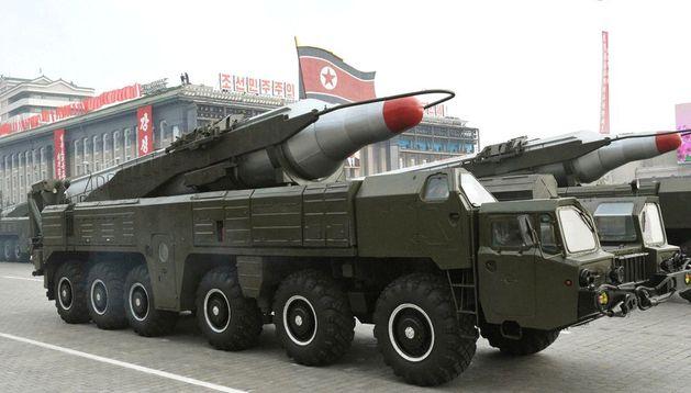 Fotografía de archivo del 2010 cedida por la Agencia Central de Noticias de Corea del Norte, donde se ve un misil 'Musudan'