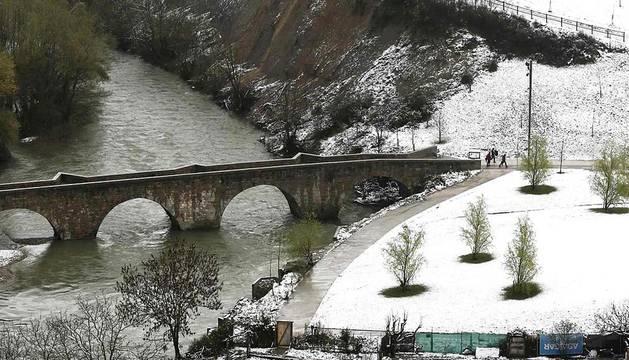 La nieve ha teñido Navarra de blanco en pleno mes de abril
