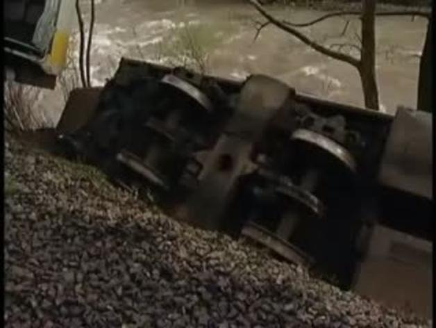 Un tren de cercanías descarrila en Cantabria y causa 14 heridos