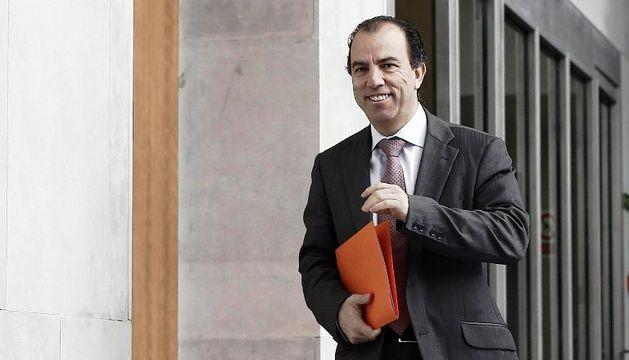 Carlos García Adanero, tras la reunión que ha celebrado hoy la Mesa y Junta de Portavoces del Parlamento