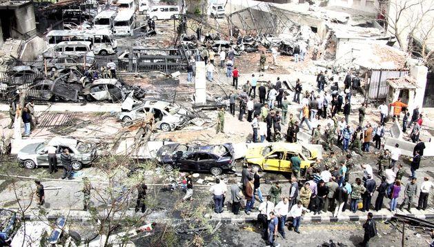 Vista del escenario de la explosión de un coche bomba en Damasco, Siria