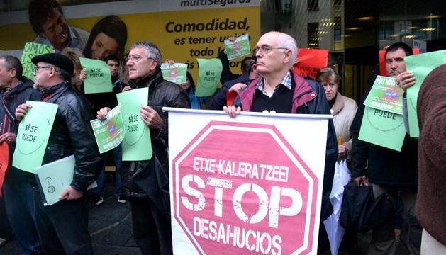 Escrache frente a la sede del PPN contra los desahucios.