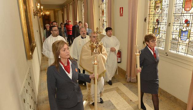 Procesión por la galería central de la Planta Noble del Palacio de Navarra.