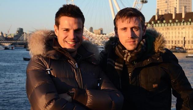 César Azpilicueta y Nacho Monreal, junto al famoso London Eye, la noria de Londres situada cerca del Big Ben
