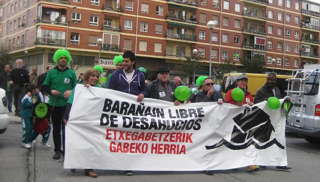 El verde ocupó las calles de Barañáin en la movilización contra los desahucios