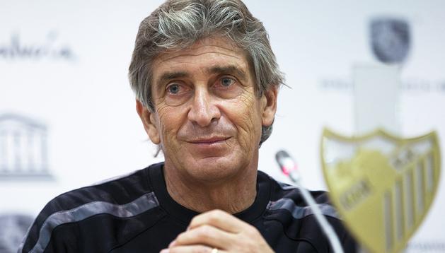 El entrenador chileno del Málaga, Manuel Pellegrini, durante la rueda de prensa previa al encuentro contra Osasuna