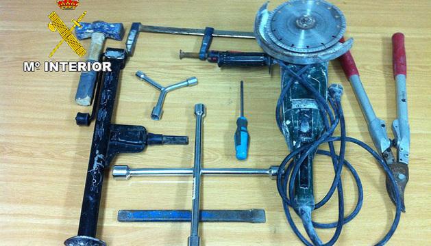 Parte de las herramientas de los detenidos con las que se incautó la Guardia Civil
