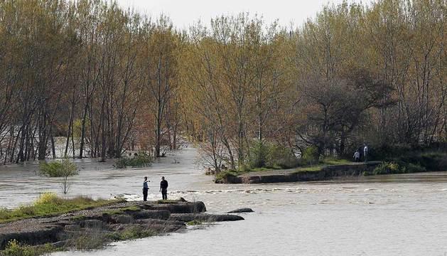El dique de contención junto al Ebro, en Castejón.