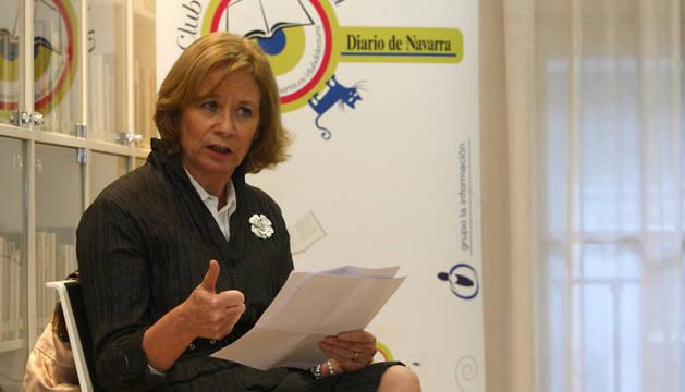 Pilar Cernuda, en los encuentros del Club de Lectura de Diario de Navarra