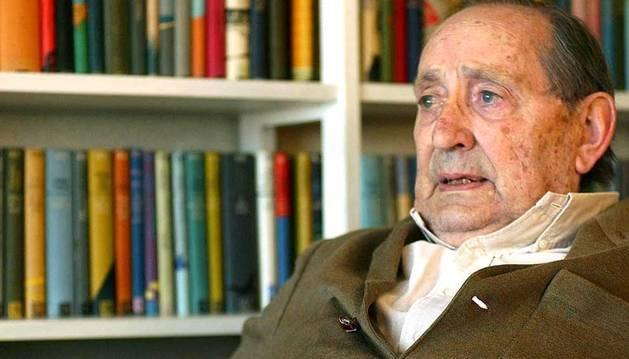 El escritor Miguel Delibes, en 2002.