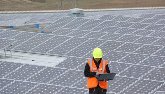 Parques solares de navarra reduce el capital m nimo de for Tejados solares