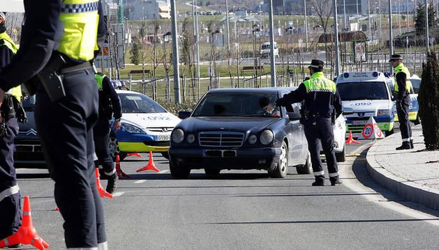 Un control de la Policía Municipal de Pamplona en la Biurdana