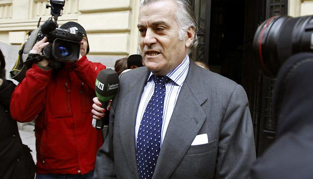 Fotografía tomada el pasado 26 de febrero del extesorero del Partido Popular, Luis Bárcenas, saliendo de su casa.