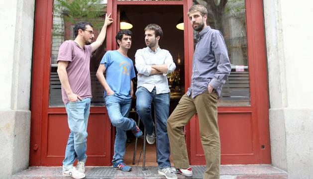 Los componentes del grupo Manel, Arnau Vallvé (i), Roger Padilla (2i), Martí Maymó (2d) y Guillem Gisbert (d)