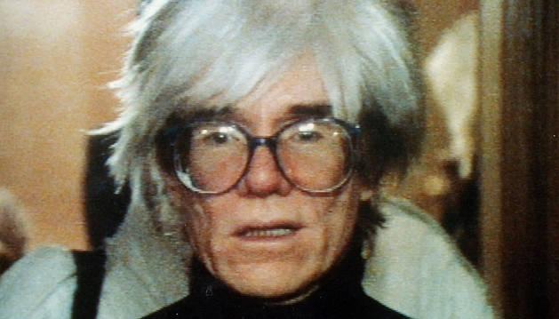 Fotografía de archivo de Andy Warhol de 1999.