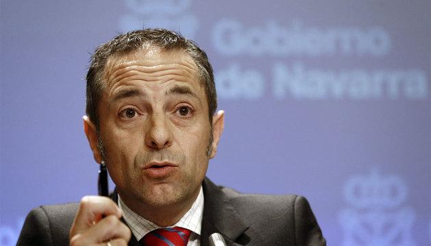El portavoz del Gobierno de Navarra, Juan Luis Sánchez de Muniáin, durante la rueda de prensa de la sesión de Gobierno.
