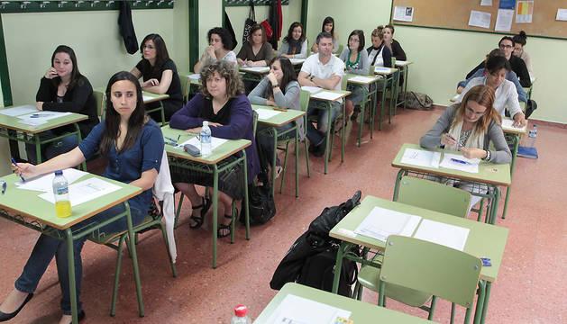 Aspirantes a una plaza de Magisterio en la especialidad de inglés, examinándose en Pamplona en 2011.