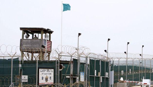 Imagen de la torreta de seguridad de la prisión de Guantánamo