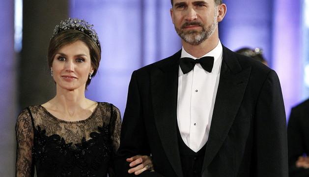 Letizia llevó la tiara en la cena de despedida de la princesa Beatriz de Holanda