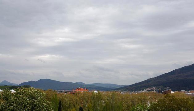 Cielos nubosos sobre la comarca de Pamplona.