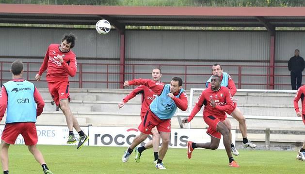 Osasuna se entrenó este viernes en el Tajonar en el día previo a su partido de liga ante el Valencia en Mestalla.