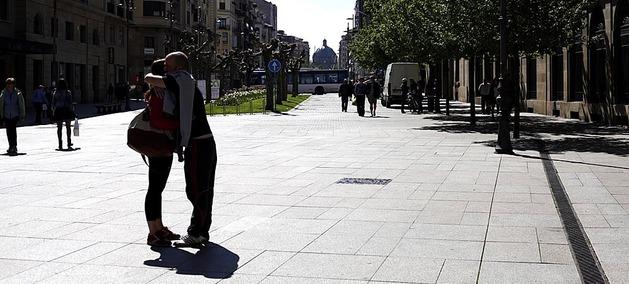 Imágenes del buen tiempo registradas este sábado en la capital de Navarra, dónde las temperaturas máximas alcanzaron los 20 grados.