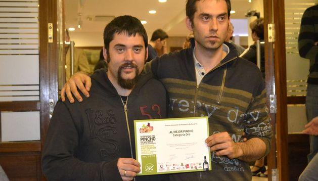Jesús Ángel Íñigo y Luis Antonio Íñigo , propietarios del bar Ábaco.