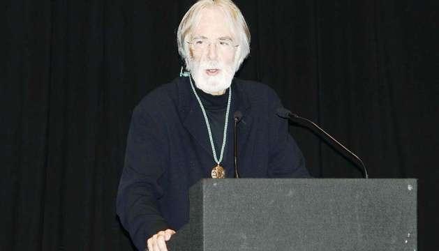 El cineasta y director de escena austríaco Michael Haneke, durante su intervención tras recibir la medalla de oro del Círculo de Bellas Artes.