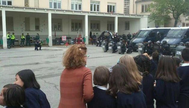Unos 300 escolares de Burlada acuden a la Jornada de Puertas Abiertas de Policía Nacional y Guardia Civil