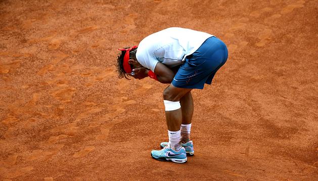 Rafa Nadal celebra en la pista la victoria tras un sufrido partido