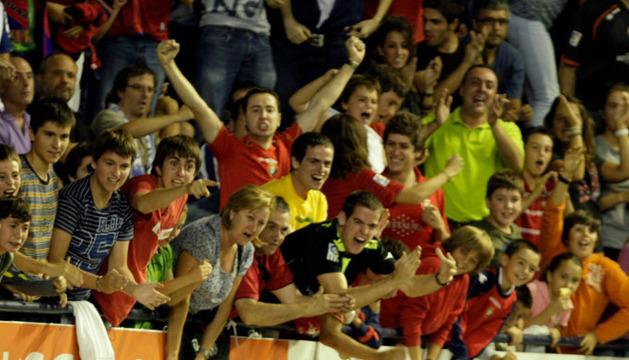 La afición celebra un gol en el Reyno.