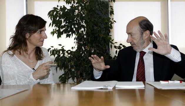 El secretario general del PSOE y la presidenta de la Asociación Victimas del accidente de Metrovalencia