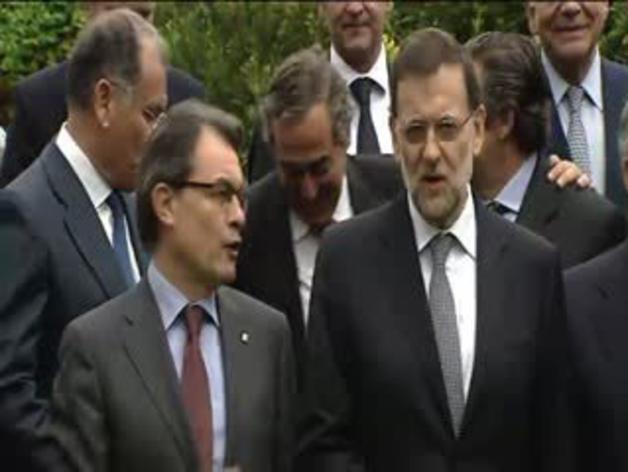Saludo cordial entre Rajoy y Mas