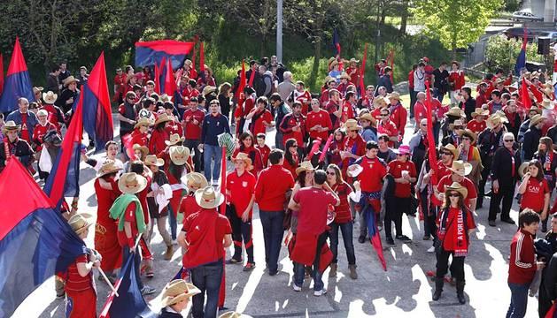 Los aficionados de Osasuna se han acercado a disfrutar de la jornada de apoyo al equipo en la Zona Rojilla