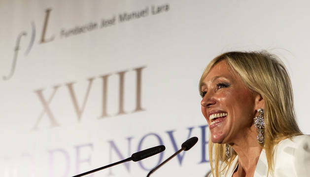 La periodista Marta Robles pronuncia unas palabras tras resultar ganadora de la XVIII edición del Premio Fernando Lara de Novela