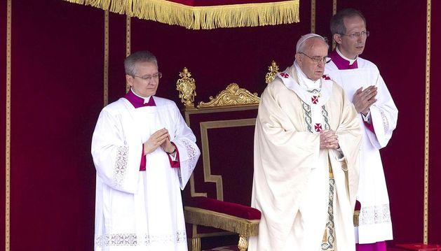 El Papa durante la canonización.