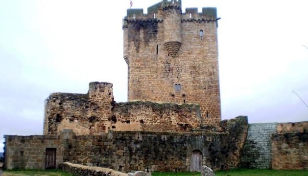 Exterior del castillo de San Felices de los Gallegos.